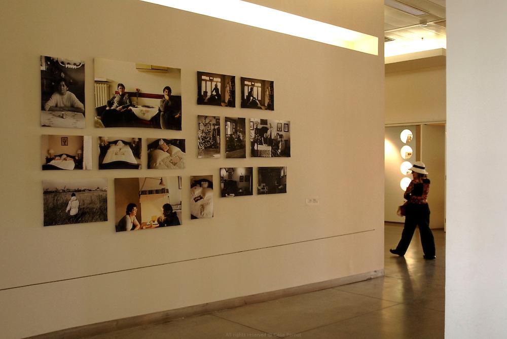 """""""Comme il faut"""", café, galerie, magasin, port de Tel Aviv"""