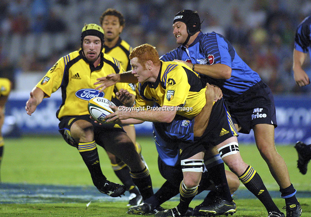 02/03/2002 Super 12 Bulls vs hurricanes at Loftus Versfeld Pretoria - Paul Tito  gets tagged by James Dalton and Chris le Roux (scrum cap).<br />