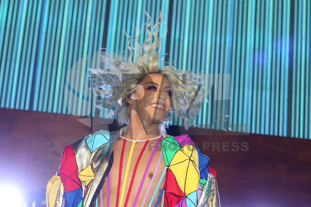 SANTOS, SP, 07.02.2018 - SHOW-SP - O cantor Pablo Vittar durante desfile da grife Amapo no show de encerramento do Fashion Cruise nesta terça-feira, 07.(Foto: Vanessa Carvalho/Brazil Photo Press)