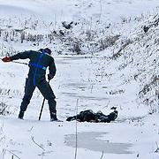 NLD/23-01-2013/ ALMERE - Bij de Tureluurweg in almere is kort voor het middaguur een stoffelìjk overschot gevonden. Aldus de politie. Militairen en leden van de mobiele eenheid zochten sinds woensdagochtend in het buitengebied Tussen Almere en Zeewolde naar een vermiste Poolse man. Die was zondagavond per fiets vanaf de Kluutweg in Zeewolde vertrokken en was sindsdien spoorloos. Vermoed werd dat de man verdwaald was...Dinsdagmiddag werd via Burgernet al opgeroepen om uit te kijken naar de man. Het is nog niet bekend of het nu gevonden lichaam daadwerkelijk de vermiste man is.