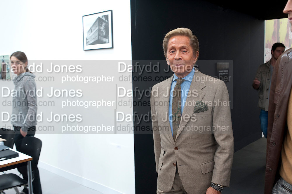 VALENTINO, OPENING OF FRIEZE ART FAIR. Regent's Park. London.  12 October 2011. <br /> <br />  , -DO NOT ARCHIVE-&copy; Copyright Photograph by Dafydd Jones. 248 Clapham Rd. London SW9 0PZ. Tel 0207 820 0771. www.dafjones.com.