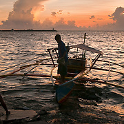 MANILA (Philippines). 2009.  Boat in Manila Bay at dusk.