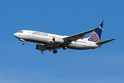 United Airlines Boeing 737-824 (registration N76519) approaches San Francisco International Airport (SFO) over San Mateo, California, United States of America