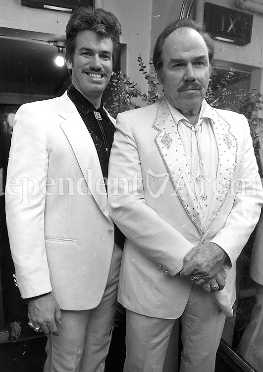 Slim Whitman with his son Byron Whitman at the Gaiety Theatre for the final concert in their Irish tour, circa April 1990 (Part of the Independent Newspapers Ireland/NLI Collection).