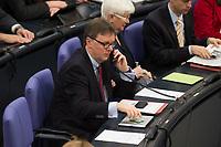 22 FEB 2013, BERLIN/GERMANY:<br /> Michael Grosse-Broemer, MdB, CDU, 1. Parl. Geschaeftsfuehrer CDU/CSU Fraktion, telefoniert, Bundestagsdebatte zum Verbraucherschutz, Plenum, Deutscher Bundestag<br /> IMAGE: 20130222-01-0<br /> KEYWORDS: Michael Grosse-Brömer
