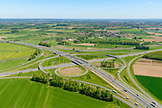 Nederland, Gelderland, Over-Betuwe, 13-05-2019; knooppunt Valburg. Kruising A50 en A15 (diagonaal vlnr), infrabundel met Betuweroute (bovenkant verkeersplein)<br /> Valburg junction. Junction A50 and A15, infrastructure bundle with Betuwe Route.<br /> <br /> luchtfoto (toeslag op standard tarieven);<br /> aerial photo (additional fee required);<br /> copyright foto/photo Siebe Swart