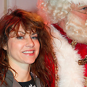 NLD/Hilversum/20151207- Sky Radio's Christmas Tree for Charity, Ellen ten Damme met de kerstman