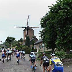 24-06-2017: Wielrennen: NK weg beloften: Montferland<br /> s-Heerenberg (NED) wielrennen<br /> Beklimming Muur van Zeddam