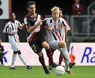 23-08-2008 VOETBAL:WILLEM II:RAYO VALLECANO:TILBURG<br /> Michael de Leeuw (R) en Enguix in duel<br /> Foto: Geert van Erven