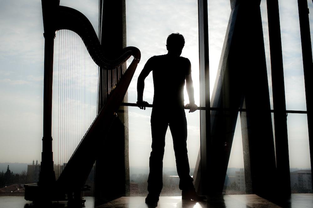 Emmanuel Ceysson, harpiste, concert et répétition.
