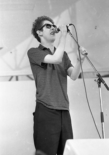 Shane MacGowan of the Pogues on stage during the Self-Aid benefit concert in the RDS, 17/05/1986 (Part of the Inependent Newspapers Ireland/NLI Collection).