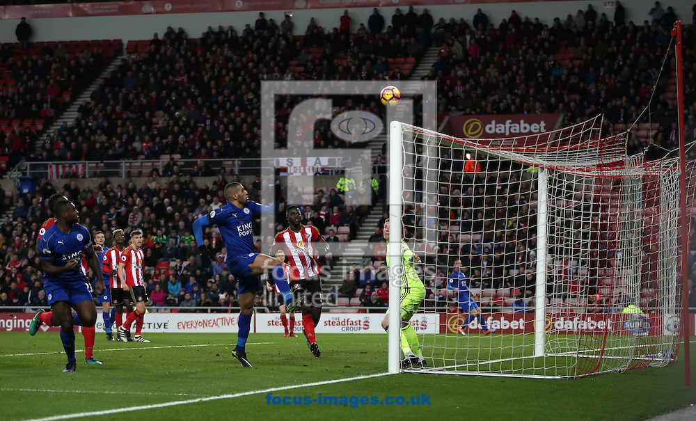 Leicester City hit the cross bar during the first half of the Premier League match at the Stadium Of Light, Sunderland<br /> Picture by Christopher Booth/Focus Images Ltd 07711958291<br /> 03/12/2016