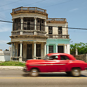The magnificent houses and the always present old cars at the Cerro quarter.