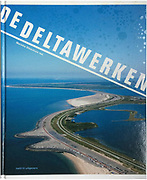 Opdrachtgever: Rijksdienst Cultureel Erfgoed<br /> Uitgever: NAi010<br /> Redactie: Marinke Steenhuis<br /> Vormgeving: Beukers Scholma<br /> Luchtfotografie in opdracht en uit archief, maaiveldfotografie