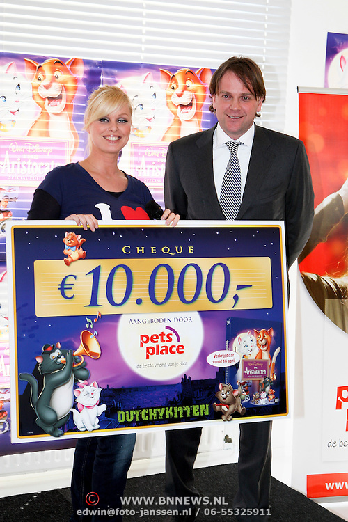 NLD/Amsterdam/20080409 - Presentatie Disney DVD en start Dutchykitten, cheque overhandiging