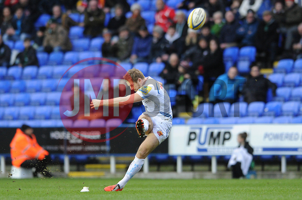 Exeter Chiefs' Fly Half, Gareth Steenson kicks for three points - Photo mandatory by-line: Dougie Allward/JMP - Mobile: 07966 386802 - 11/01/2015 - SPORT - RUGBY - Reading - Madejski Stadium - London Irish v Exeter Chiefs - Aviva Premiership
