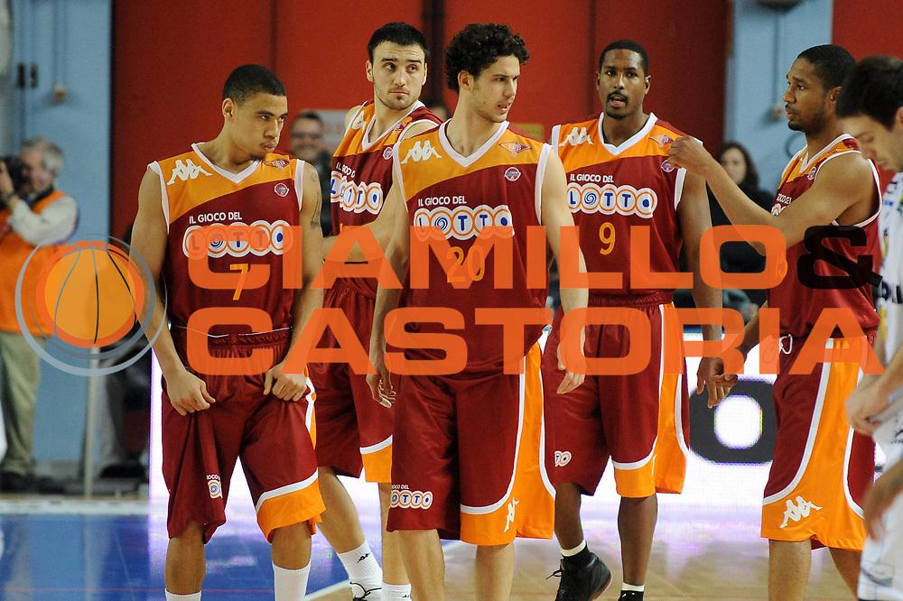 DESCRIZIONE : Cremona Lega A 2009-10 Vanoli Cremona Lottomatica Virtus Roma<br /> GIOCATORE : Team Virtus Roma<br /> SQUADRA : Lottomatica Virtus Roma<br /> EVENTO : Campionato Lega A 2009-2010 <br /> GARA : Vanoli Cremona Lottomatica Virtus Roma<br /> DATA : 31/01/2010<br /> CATEGORIA : Team Delusione<br /> SPORT : Pallacanestro <br /> AUTORE : Agenzia Ciamillo-Castoria/GiulioCiamillo<br /> Galleria : Lega Basket A 2009-2010 <br /> Fotonotizia : Cremona Campionato Italiano Lega A 2009-2010 Vanoli Cremona Lottomatica Virtus Roma<br /> Predefinita :