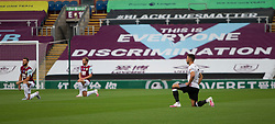 Burnley and Sheffield United kneel before the kick off - Mandatory by-line: Jack Phillips/JMP - 05/07/2020 - FOOTBALL - Turf Moor - Burnley, England - Burnley v Sheffield United - English Premier League