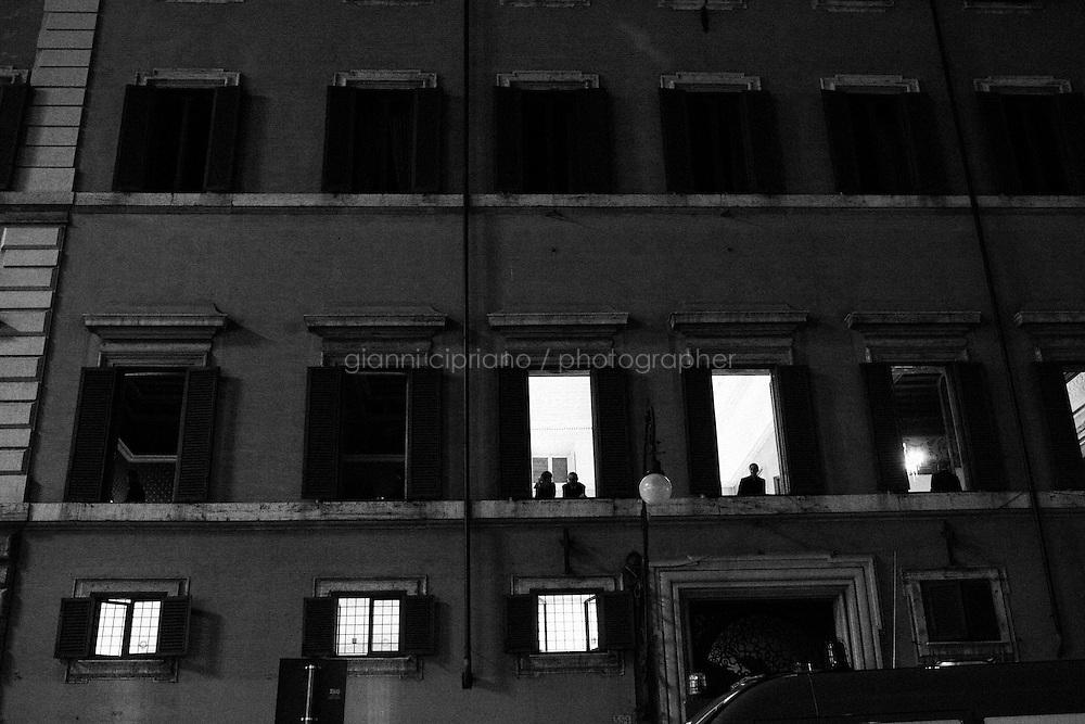 ROMA, ITALIA - 20 APRILE 2013: a Roma, Italy, il 20 aprile 2013.<br /> <br /> I deputati del Partito Democratico (PD) escono dal Teatro Capranica dopo l'assemblea del partito a seguito del risultato del quarto scrutinio dell'elezione del Presidente della Repubblica.<br /> <br /> Pier Luigi Bersani si &egrave; dimesso. &quot;Uno su quattro ha tradito, &egrave; inaccettabile&quot;, ha detto ufficializzando la decisione davanti all'assemblea dei grandi elettori Pd, poche ore dopo la quarta fumata nera a Montecitorio per l'elezione del presidente della Repubblica. Con il secondo candidato del centrosinistra bruciato dalle divisioni interne alla coalizione.<br /> <br /> Le elezioni del presidente della Repubblica sono iniziate il 18 aprile 2013. Nelle prime 3 votazioni sono necessari 672 voti per eleggere il Presidente della Repubblica, ossia i due terzi dei 1007 componenti (630 deputati, 319 senatori e 58 rappresentanti delle regioni). Dalla quarta votazione in poi, sar&agrave; invece necessaria la maggioranza assoluta dell'assemblea, ossia 504 voti.