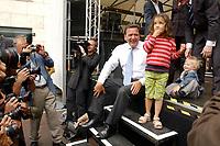 01 JUL 2003, BERLIN/GERMANY:<br /> Gerhard Schroeder, SPD, Bundeskanzler, und einige sehr junge Gaeste, sowie einige recht erfreute Fotografen, 4. Hoffest der SPD Bundestragsfraktion<br /> IMAGE: 20030701-02-024<br /> KEYWORDS: Sommerfest, Fraktionsfest, Gerhard Schröder, Kind, Kinder, child, children, Fotograf, photographer