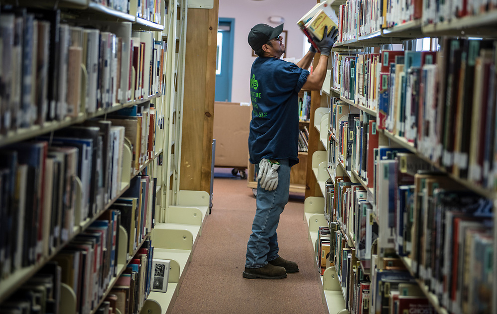 rer062917e/Rio Rancho/June 29, 2017/Albuquerque Journal<br /> The Martha Liebert Public Library in the town of Bernalillo is moving across the street.  Pictured is Cory Billie(Cq) with the company called Innovative Moving Systems removing books from the old Library and preparing them to be transferred to the new building. <br /> Bernalillo, New Mexico Roberto E. Rosales/Albuquerque Journal