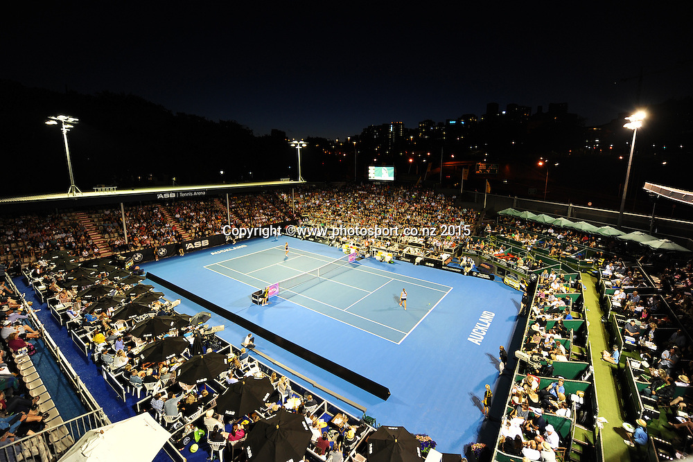 General view of centre court during the night session on Day 2 of the ASB Classic Women's International. ASB Tennis Centre, Auckland, New Zealand. Tuesday 6 January 2015. Copyright photo: Chris Symes/www.photosport.co.nz