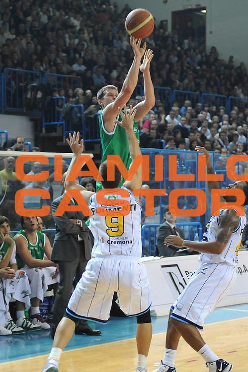 DESCRIZIONE : Cremona Lega A 2009-10 Vanoli Cremona Benetton Treviso<br /> GIOCATORE : Davor Kus<br /> SQUADRA : Benetton Treviso<br /> EVENTO : Campionato Lega A 2009-2010<br /> GARA : Vanoli Cremona Benetton Treviso<br /> DATA : 15/11/2009<br /> CATEGORIA : tiro<br /> SPORT : Pallacanestro<br /> AUTORE : Agenzia Ciamillo-Castoria/M.Marchi<br /> Galleria : Lega Basket A 2009-2010 <br /> Fotonotizia : Cremona Campionato Italiano Lega A 2009-2010 Vanoli Cremona Benetton Treviso<br /> Predefinita :