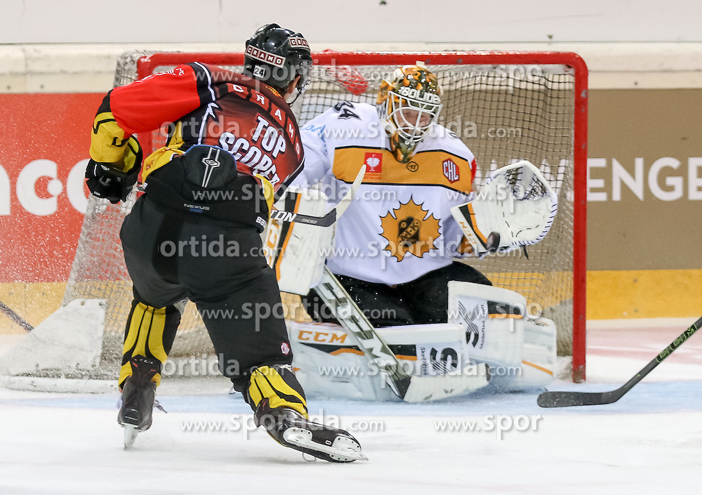 18.08.2016, Albert Schultz Halle, Wien, AUT, CHL, UPC Vienna Capitals vs Skelleftea AIK, Gruppenspiel, im Bild Jonathan Ferland (UPC Vienna Capitals), Erik Hanses (Skelleftea AIK) // during the Champions Hockey League match between UPC Vienna Capitals and Skelleftea AIK at the Albert Schultz Arena, Vienna, Austria on 2015/08/18. EXPA Pictures © 2016, PhotoCredit: EXPA/ Alexander Forst