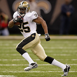 2009 October 18: New Orleans Saints running back Reggie Bush (25) runs with the ball against the New York Giants during a 48-27 win by the New Orleans Saints over the New York Giants at the Louisiana Superdome in New Orleans, Louisiana.