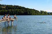 Badende am Mindelsee, Halbinsel Bodanrück, Bodensee, Baden-Württemberg, Deutschland