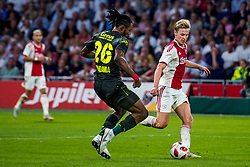 14-08-2018 NED: Champions League AFC Ajax - Standard de Liege, Amsterdam<br /> Third Qualifying Round,  3-0 victory Ajax during the UEFA Champions League match between Ajax v Standard Luik at the Johan Cruijff Arena / Frenkie de Jong #21 of Ajax, Christian Luyindama #26 of Standard Liege