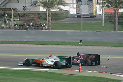 SAKHIR, BAHRAIN - Sunday, April 26, 2009: Adrian Sutil (GER, Force India) and Mark Webber (AUS, Red Bull Racing) clash during the Bahrain Grand Prix at the Bahrain International Circuit. (Pic by Michael Kunkel/Hoch Zwei/Propaganda)