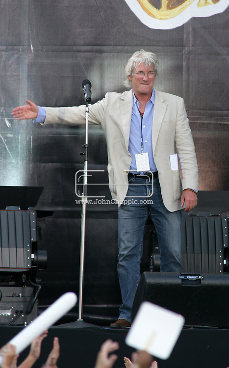 2nd July 2005, Philadelphia, PA. The USA Live 8 concert held in the city of Philadelphia. Pictured onstage is actor Richard Gere.  PHOTO © JOHN CHAPPLE IN THE BIG APPLE. Tel (001) 212 397 7287.www.chapple.biz