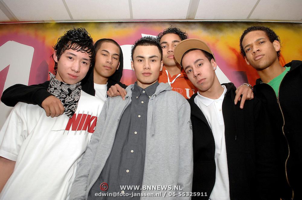 NLD/Huizen/20070302 - Streetdancegroep Reconize Modance Huizen kampioen van Nederland