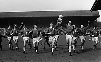 Ron Yeats parades the League trophy with his Liverppol team mates. Liverpool v Arsenal, 18/4/64. Credit: Ccolorsport.
