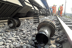 November 20, 2016 - Kanpur: NDRF worker on rescue after 14 coaches of the Indore-Patna express derailed, killing around 90 people and injuring 150, in Kanpur Dehat on 20-11-2016. photo by prabhat kumar verma (Credit Image: © Prabhat Kumar Verma via ZUMA Wire)