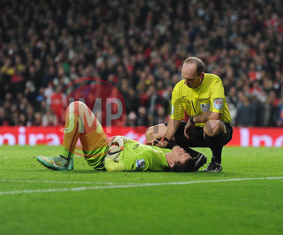 Referee Mike Dean checks to see if Arsenal's Wojciech Szczesny is okay. - Photo mandatory by-line: Alex James/JMP - Mobile: 07966 386802 - 22/11/2014 - Sport - Football - London - Emirates Stadium - Arsenal v Manchester United - Barclays Premier League
