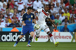 13.07.2014, Maracana, Rio de Janeiro, BRA, FIFA WM, Deutschland vs Argentinien, Finale, im Bild Lionel Messi (ARG) gegen Jerome Boateng (GER) // during Final match between Germany and Argentina of the FIFA Worldcup Brazil 2014 at the Maracana in Rio de Janeiro, Brazil on 2014/07/13. EXPA Pictures © 2014, PhotoCredit: EXPA/ Eibner-Pressefoto/ Cezaro<br /> <br /> *****ATTENTION - OUT of GER*****