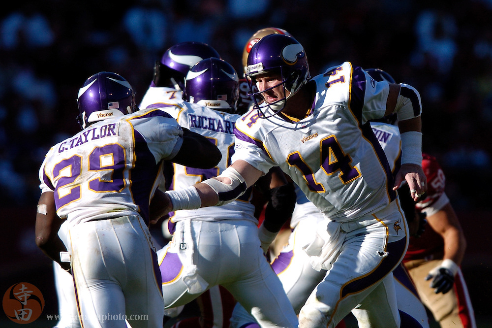 Nov 5, 2006 San Francisco, CA, USA: Minnesota Vikings quarterback Brad Johnson (14) hands the football off to running back Chester Taylor (29) during the second half against the San Francisco 49ers at Monster Park. The 49ers defeated the Vikings 9-3.