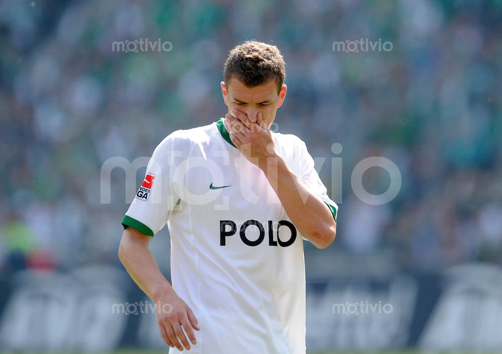 Fussball    1. Bundesliga     Saison 2008/2009    33. Spieltag Hannover 96 - VfL Wolfsburg      16.05.2009  Edin DZEKO (Wolfsburg) erschoepft.