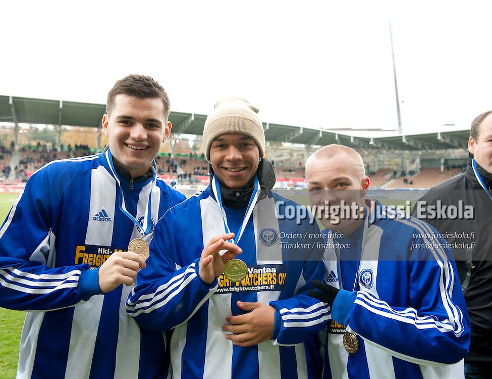 HJK:n B-pojat juhlivat Suomen mestaruutta. HJK - Jaro. Veikkausliiga, Helsinki 17.10.2009. Photo: Jussi Eskola