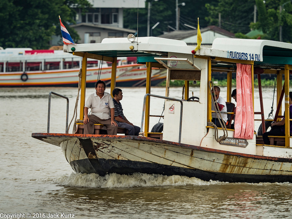 22 SEPTEMBER 2016 - BANGKOK, THAILAND:  A ferry crosses the Chao Phraya River from the Thonburi side of the river to Thewes Pier, on the Bangkok side of the river, which serves the Wat Dhevaraj Kunchon community. The community near Wat Dhevaraj Kunchon, which is on the Bangkok riverfront, is facing eviction because the city wants to build a promenade to attract tourists and high end shopping.       PHOTO BY JACK KURTZ