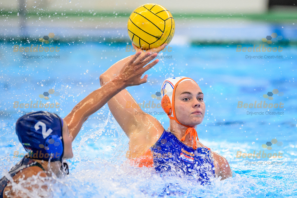 04-07-2018: Waterpolo: Nederland v Hongarije: Rotterdam<br /> <br /> (L-R) Bente Rogge during the waterpolomatch between ladies Netherlands vs Hungary at Zwemcentrum Rotterdam, the Netherlands<br /> <br /> Spido Dutch Waterpolo Trophy 2018<br /> <br /> Foto/Photo: Gertjan Kooij
