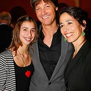 NLD/Leiden/20100117 - Premiere toneelstuk Bedrog, Rick Engelkes en partner Anne-marie Paol en dochter Teddie