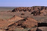 Mongolia. Dinosaurs research area in Gobi desert    / dans le désert de Gobi connu pour être l(endroit le plus riche du monde en squelettes de dinosaures ; lieu de fouille   / R86/15    L1353  /  P0003992
