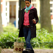 NLD/Laren/20050722 - Angela Kluivert -  van Hulten winkelend in Laren met een vriendin
