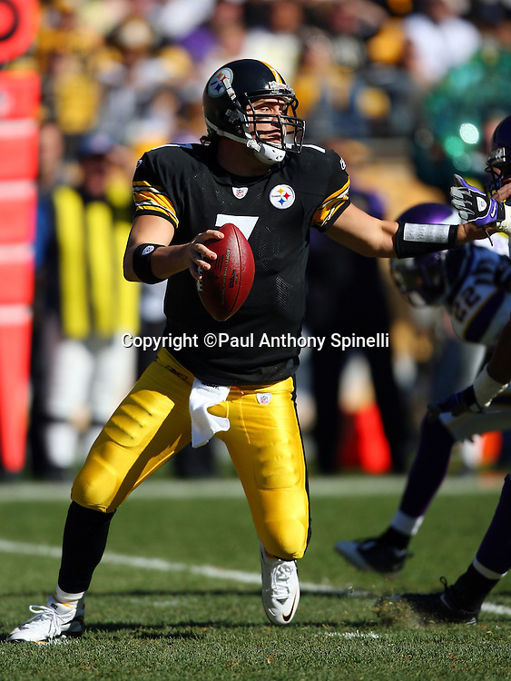 Pittsburgh Steelers quarterback Ben Roethlisberger (7) gets pressured by Minnesota Vikings linebacker E.J. Henderson (56) during the NFL football game October 25, 2009 in Pittsburgh, Pennsylvania. The Steelers won the game 27-17. (©Paul Anthony Spinelli)