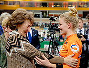 Prinses Margriet is aanwezig bij de bijeenkomst van Grenzeloos actief en de finales van de wereldkampioenschappen para-cycling 2019 in Omnisport te Apeldoorn Prinses Margriet feliciteert wielrenster Caroline Groot met haar wereldkampioenschap 500 meter tijdrit<br /> <br /> Princess Margriet is present at the meeting of Grenzeloos active and the finals of the 2019 para-cycling world championships in Omnisport in Apeldoorn Princess Margriet congratulates cyclist Caroline Groot with her 500-meter time trial world championship