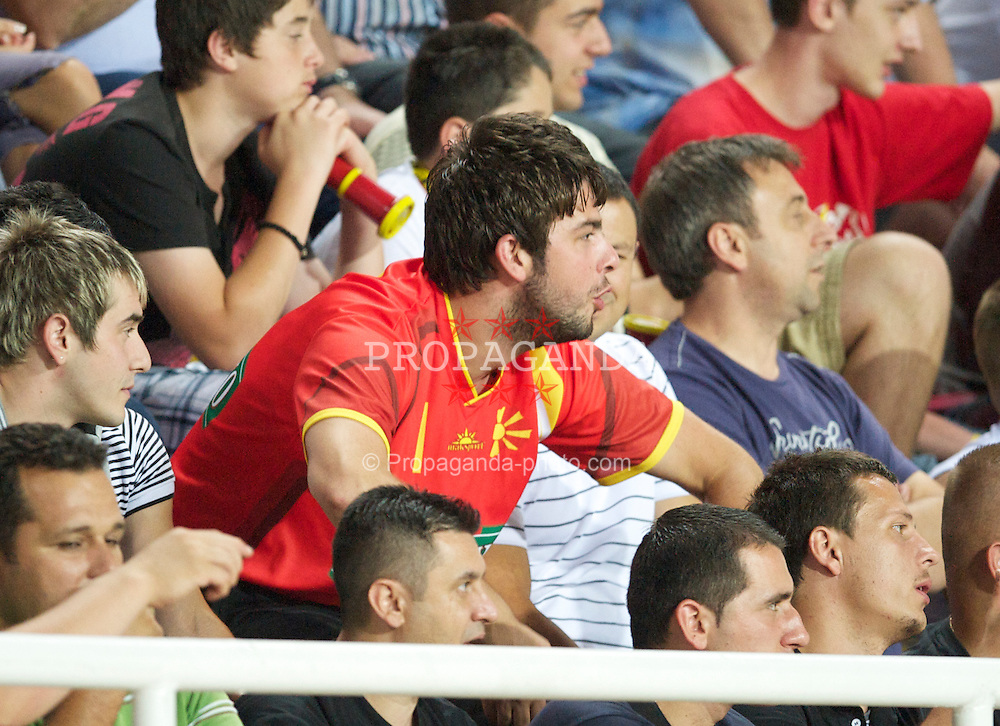 SKOPJE, MACEDONIA - Thursday, July 29, 2010: An FK Rabotnicki supporter makes monkey noises at a Liverpool player during the UEFA Europa League 3rd Qualifying Round 1st Leg match at the National Arena Filip II Stadium. (Pic by David Rawcliffe/Propaganda)