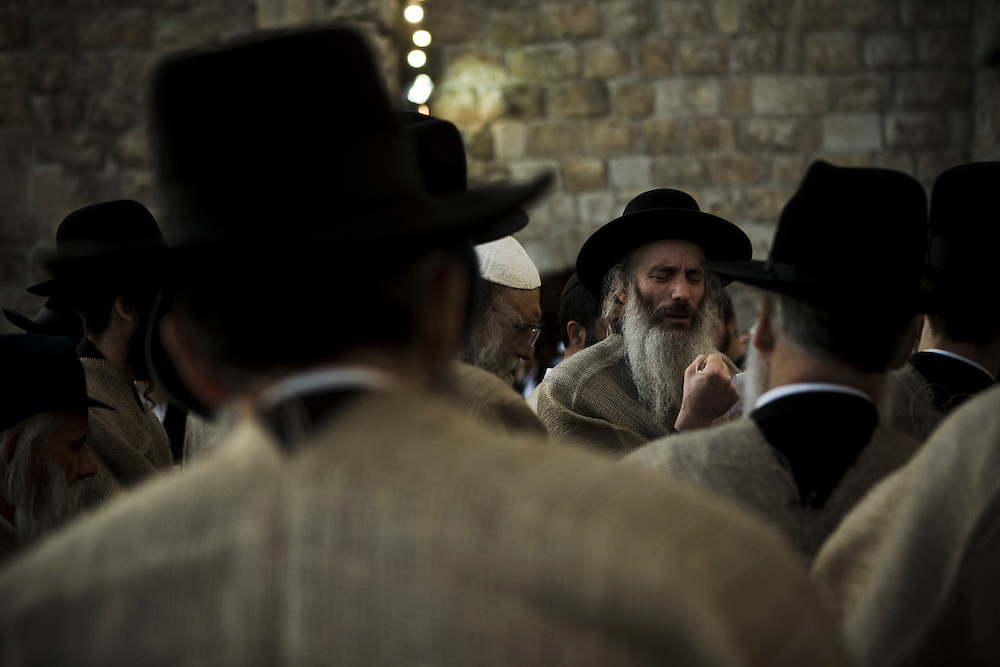 Orthodox Jews wearing sackcloth near Western Wall, Jerusalem. 12th May 2008